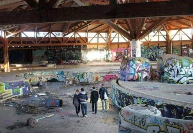 Ancien centre aquatique abandonné à Berlin