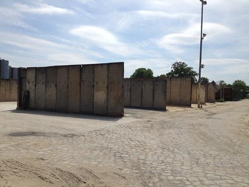 Des murs dans un quartier industriel de Berlin