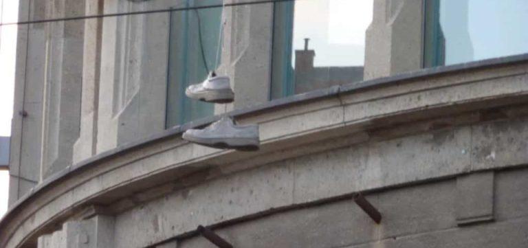 A qui sont ces chaussures ?
