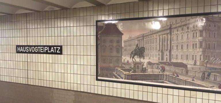 Expos dans le métro